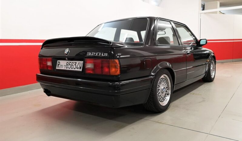 BMW 320 IS completo